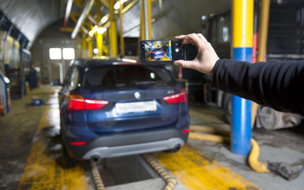 АвтоВАЗ отчитался о падении продаж на треть из-за дефицита микрочипов