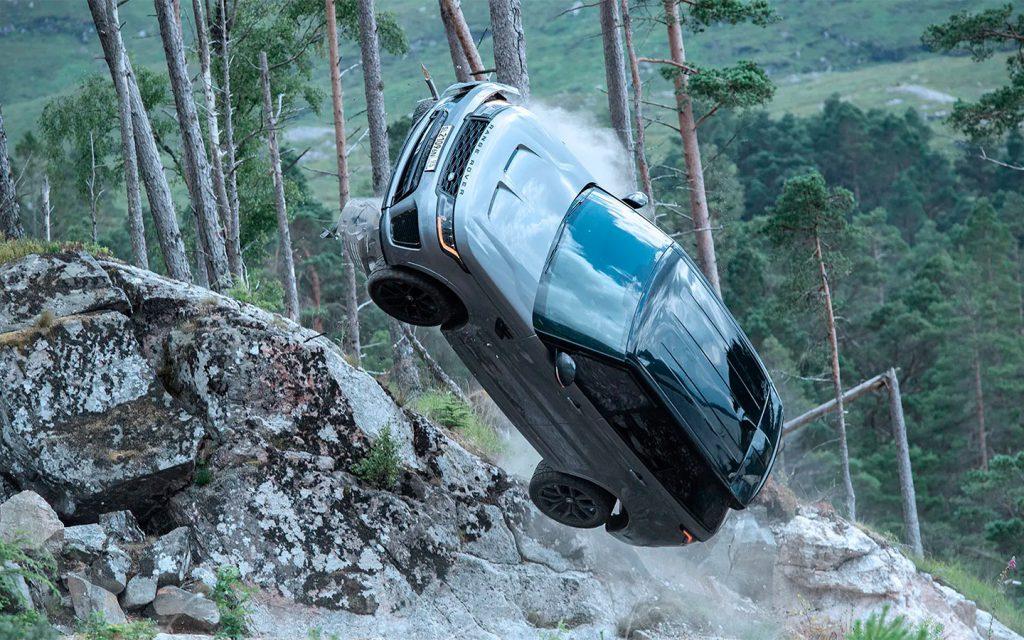 Самый мощный Range Rover в новой части бондианы: погоня по бездорожью